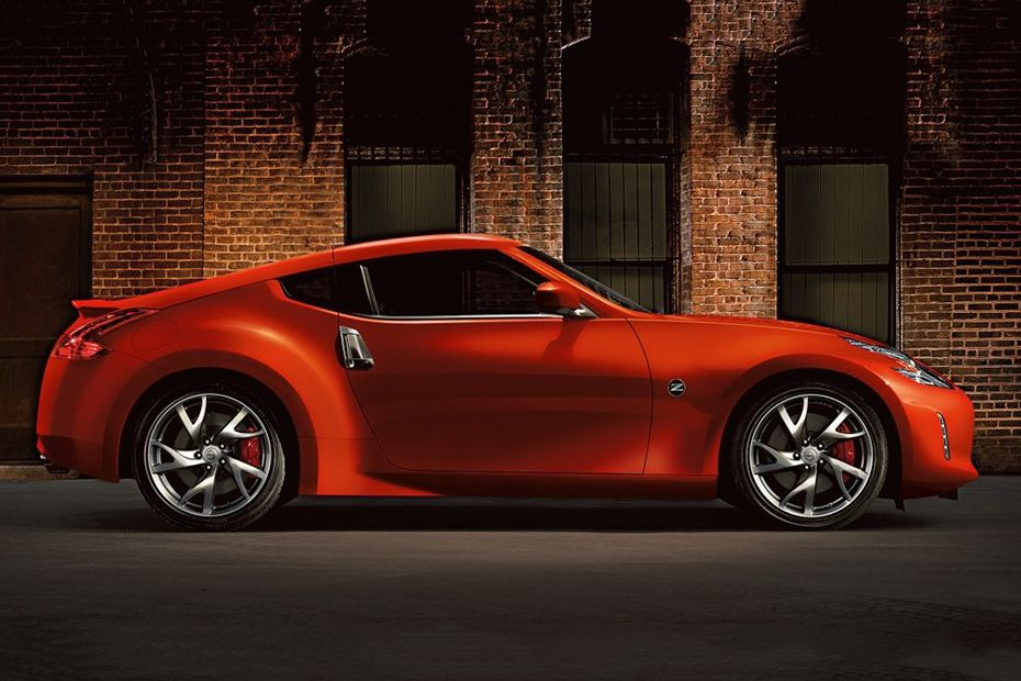 Nissan 370Z Coupe Videos