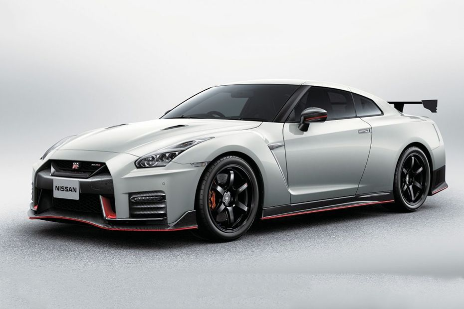 GT-R Nismo Front angle low view