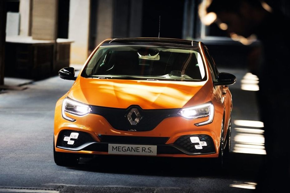 Full Front View of Megane RS