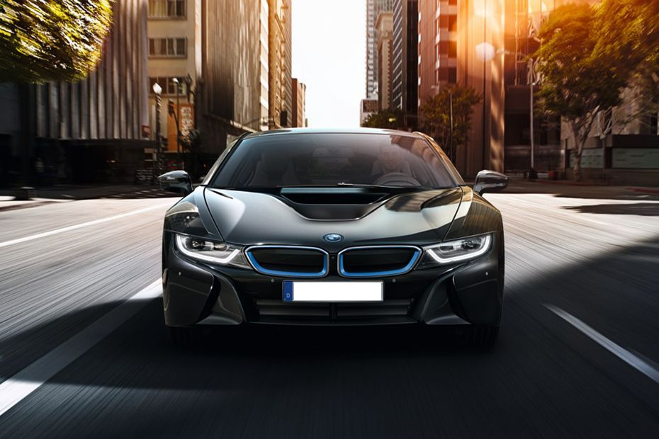 Full Front View of I8