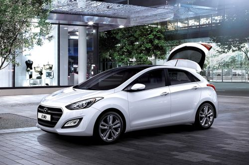 Hyundai i30 Front Side View