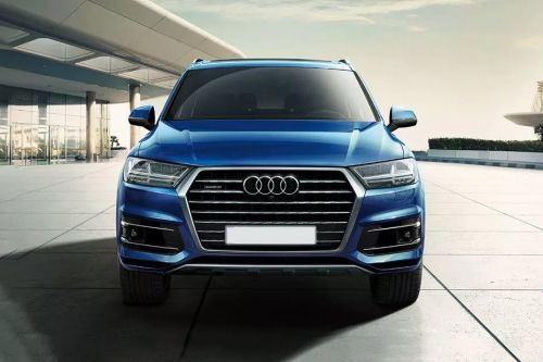 Full Front View of Q7