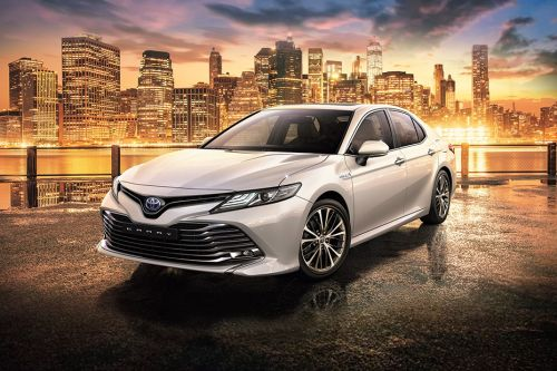 Camry HEV Front angle low view